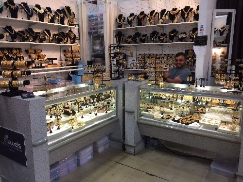 bjewels-shopsmart-sacramento-indoor-flea-market-indoor-discount-shopping-mall-specializing-in-beautiful-pakistani-and-indian-jewelry