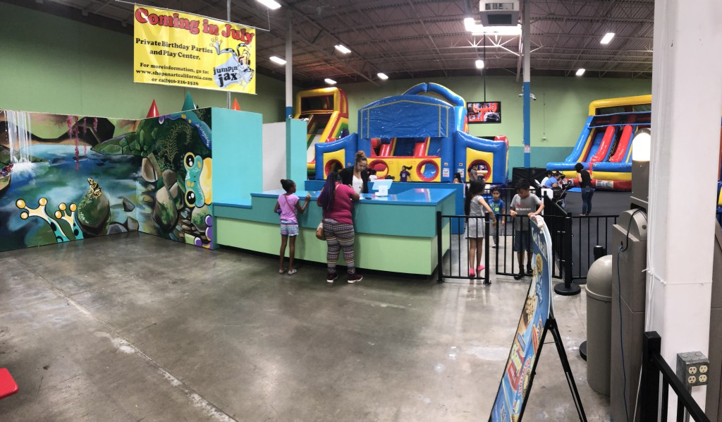 indoor-bouncehouse-shopsmart-sacramento